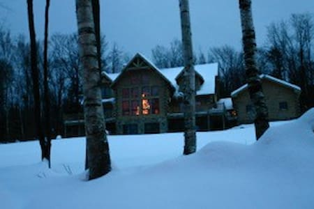 Stratton Mountain Log Home - Winhall - Huis