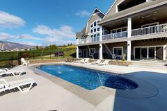Luxury+home+in+wine+country+w%2F+a+private+pool%2C+hot+tub%2C+%26+gourmet-style+kitchen%21