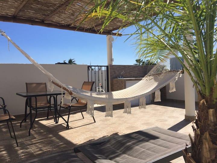 Popular condo, own terrace, 2 blocks to beachfront