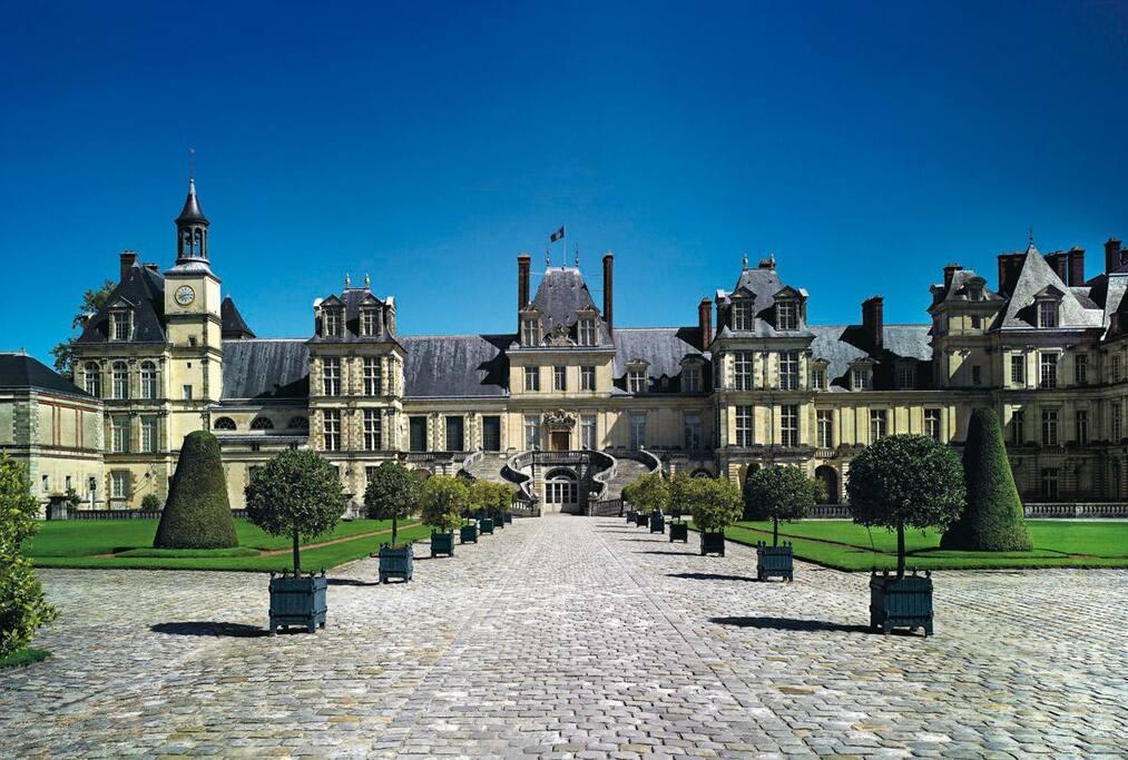 Le château de Fontainebleau à 500 mètres de votre appartement