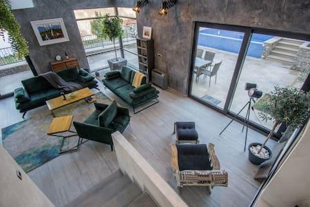 Villa Viborg 300m2-Pool-Private Beach-Boka Bay