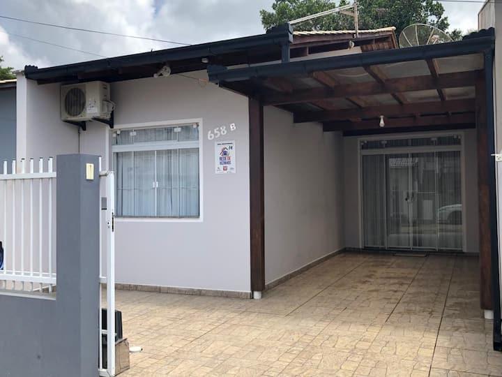 Casa confortável ao lado do Parque  Beto Carrero