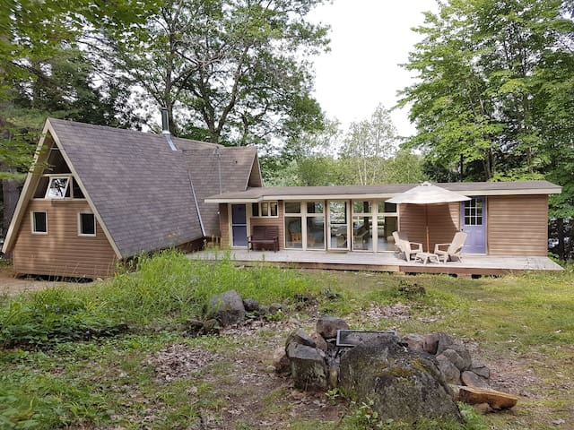 Rustic Muskoka Cottage: Escape to Black Bear