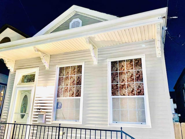 Broad Bungalow!! -1.5 mi to the French Quarter!!