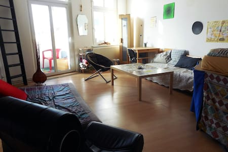 Big & bright room in popular Friedrichshain - Berlino