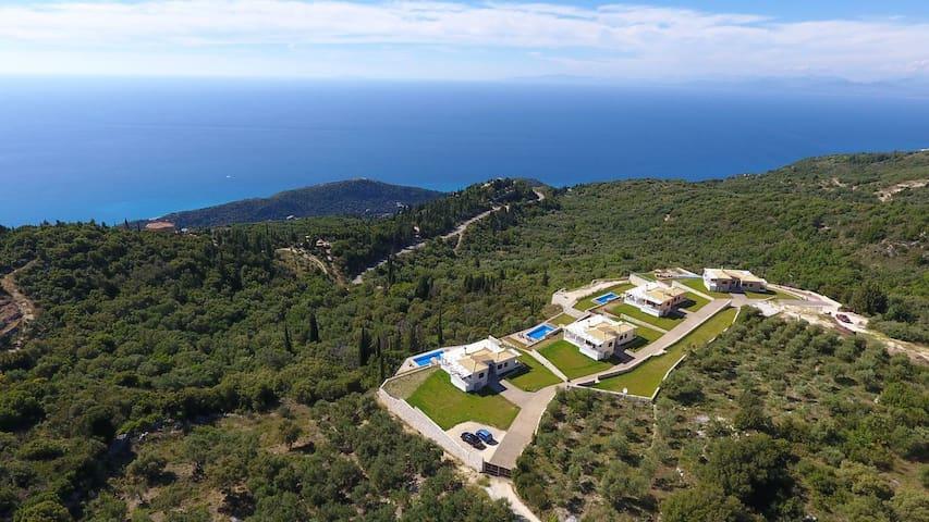 5% OFF: Affascinanti Ville Drimonas con vista mozzafiato e piscine private