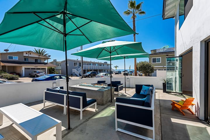 A UNIT- Privat Patio, Walk to Beach and Village!