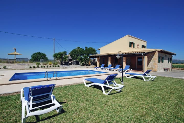 Cozy cottage with private pool 3 km from the sandy beaches of Can Picafort