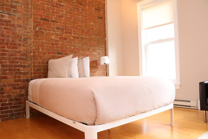Stylish Downtown Studio in the SouthEnd, C.Ave# 4