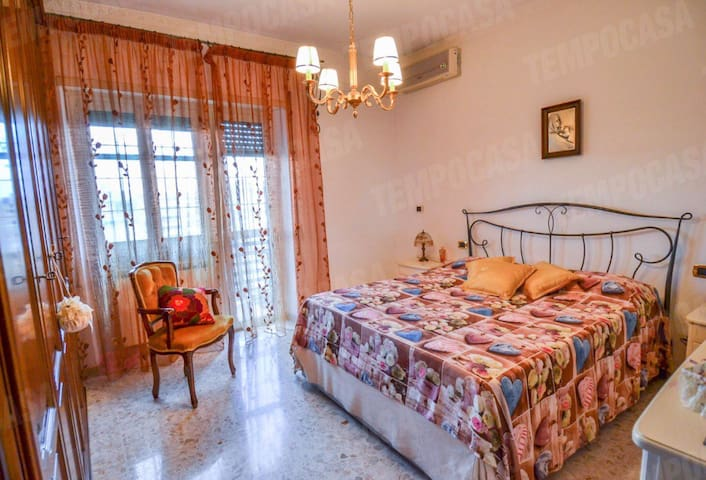 Apartment near beach, services and train station
