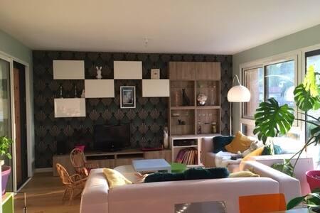Chambre privée dans maison familiale