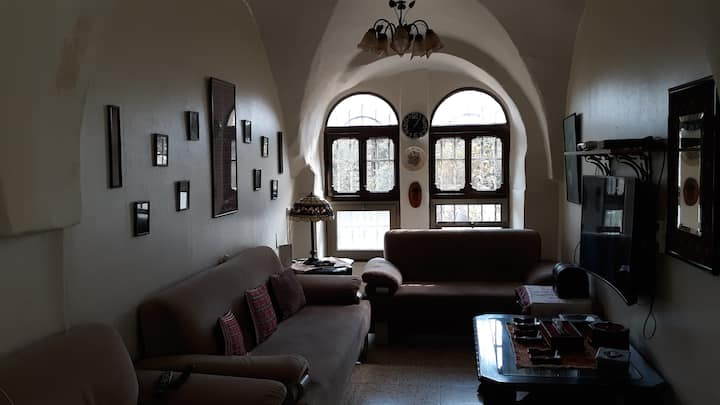 Lovely Room in Historic House by Old City Walls