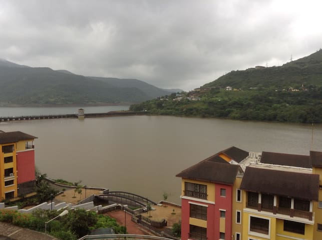 Lavasa Full Lakeview Studio Amidst Scenic Hills - Lavasa - Appartement