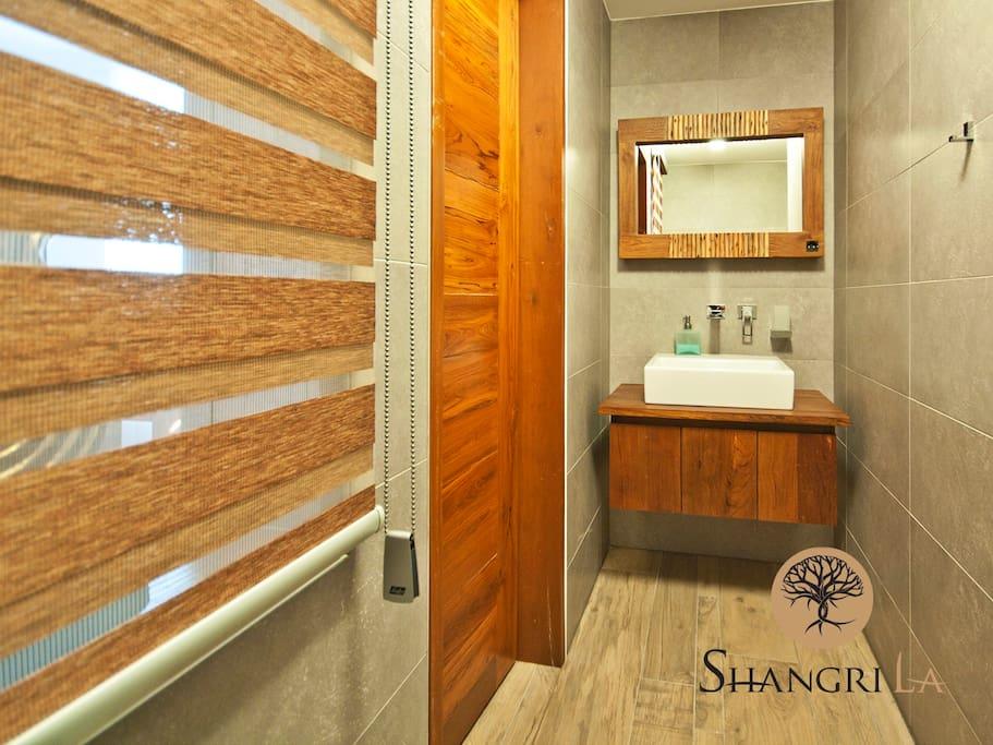 Shangri-La, Boutique room Fire-Bathroom