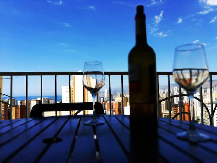 Relax. Terraza con vistas y a 8 min de la playa.