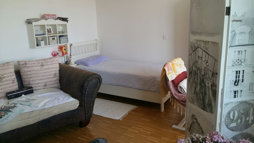 Cozy and Quiet Place close to Munich! Full Apt. - Germering - Apartemen