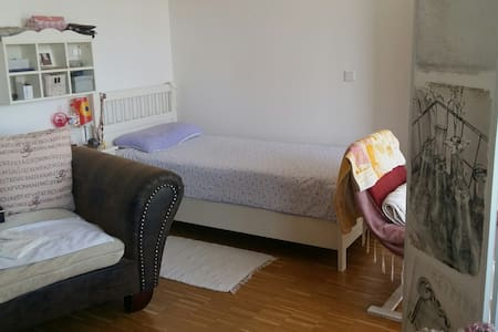 Cozy and Quiet Place close to Munich! Full Apt. - Germering - Lakás