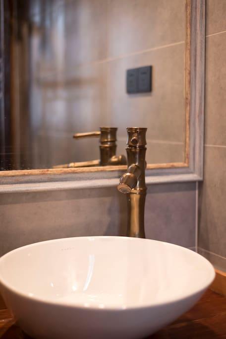 卫生间台盆镜面