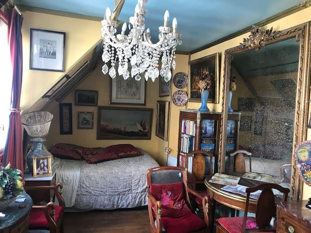 ★ Atypical studio near Eiffel Tower view Invalides