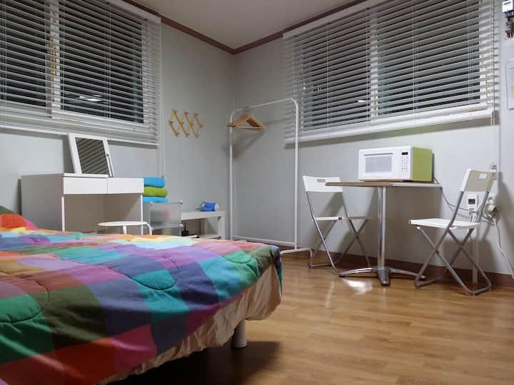 8 bedroom house. ( 2 floors) - 2 min from subway