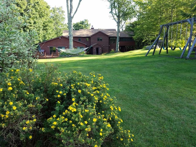 Chez Martine (sleeps 19 plus 2 pull out couches) - Tannersville - Casa