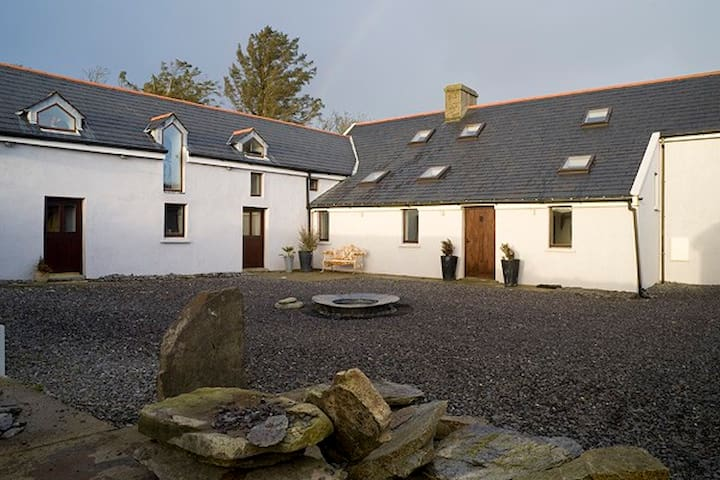 Stylish Kilbronogue House, Schull, West Cork - Cork - House
