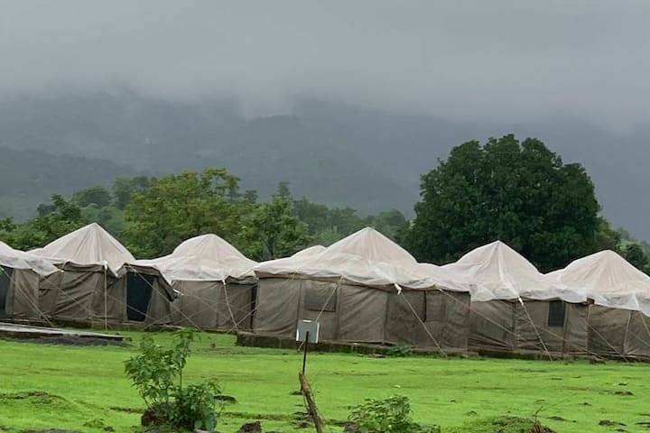 House Tents With Pool For Groups