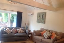 Cosy country style with underfloor heating & aircon throughout.