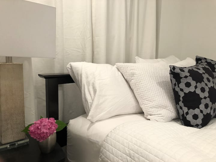 Stylish Modern Private Suite - Close to Everything