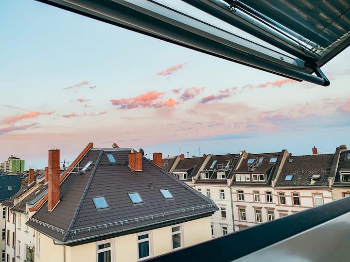 Bright top floor flat with skyline view & balcony