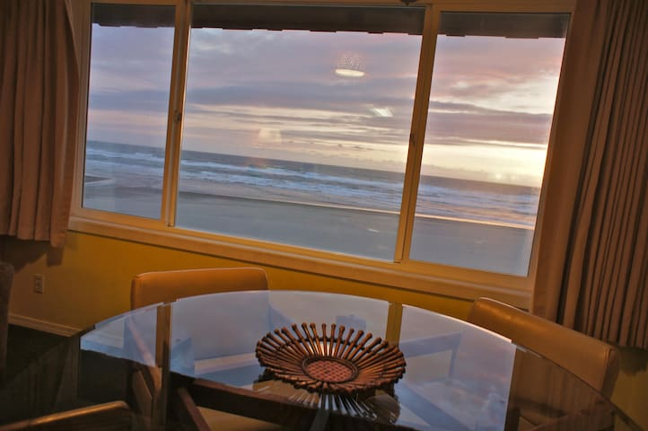 'Surf du Soleil' -Happy Beach Condo - Lincoln City - Apartment
