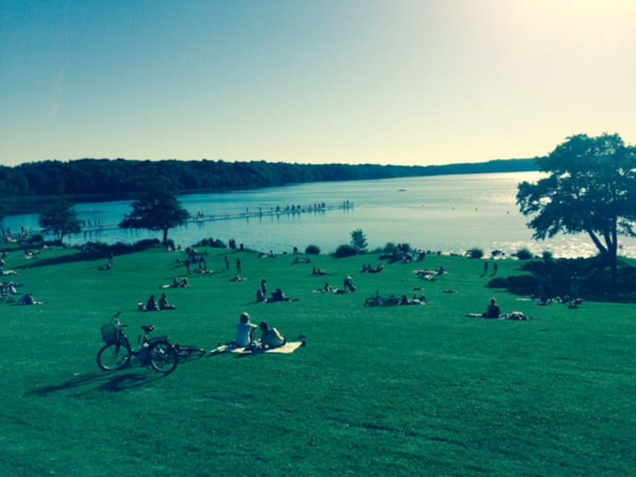 2 minute bike ride to the lake with sandy beach, shallow water, restaurant, etc