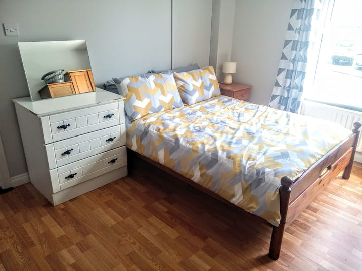BUDGET DOUBLE/ TWIN ROOM LETTERKENNY CENTRE