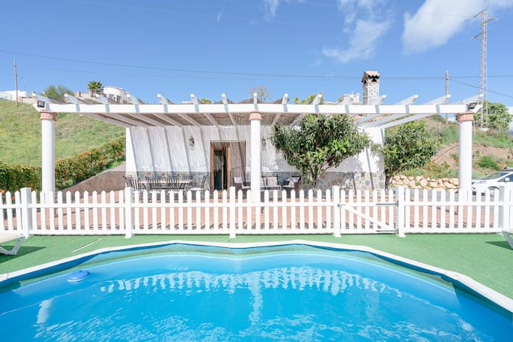 "Charming Holiday Home ""Casa Rural el Cerrillo"" with Mountain View, Wi-Fi, Garden, Terrace & Pool; Parking Available, Pets Allowed"