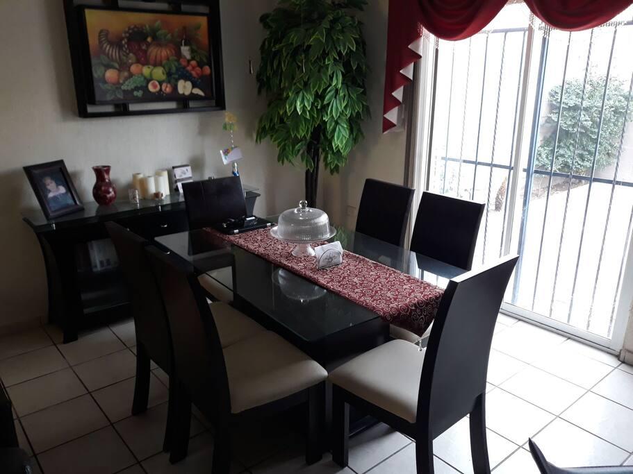 Comedor de 6 sillas amplio y bonito