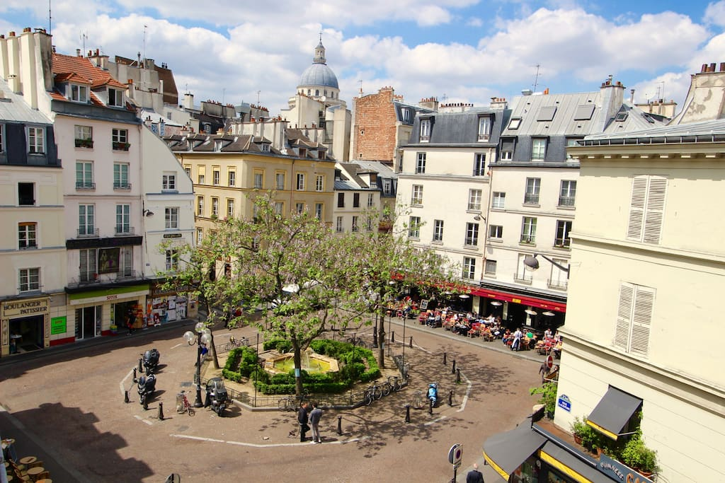 View from the living room: Place the la Contrescarpe, and Panthéon in the back.