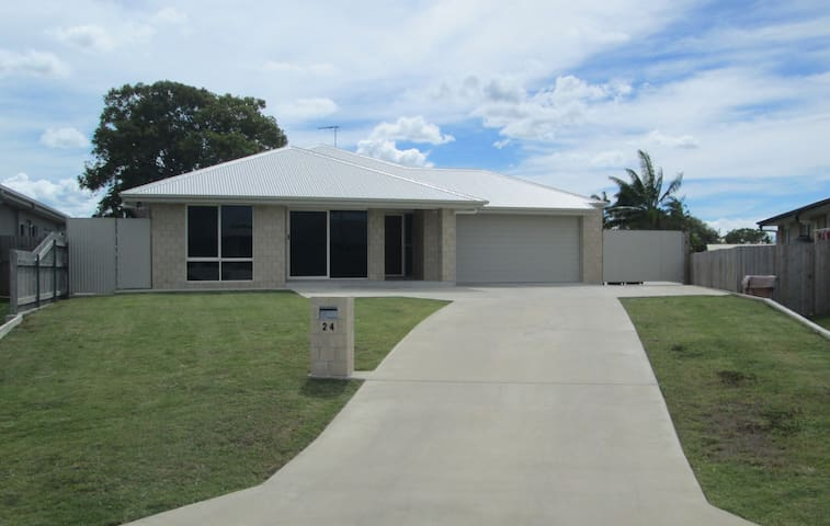 Quality Holiday Renting in Mackay - Glenella - House