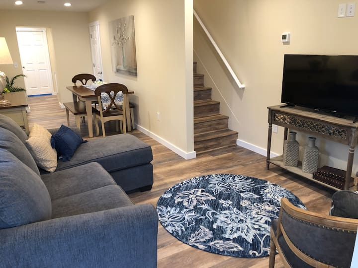 2 Br Townhouse cleaned to CDC guidelines.