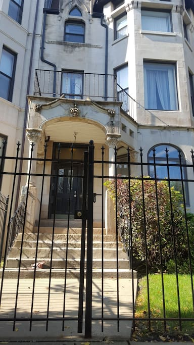 Comfy Spacious Flat In Bronzville 2 Blocks From El Apartments For Rent In Chicago Illinois