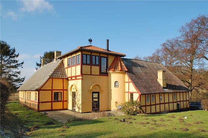 Charming, modernized holiday house