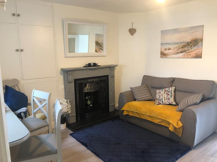 Cosy home close to town centre & Greenway