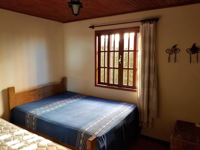 Quarto 2 - Uma cama de casal e uma de solteiro