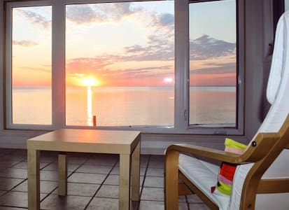 Renovated Oceanfront Beach House  4 seasons - WIFI - Beresford
