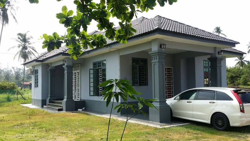 4Bedroom Homestay Near Pantai Irama - Bachok, Kelantan, MY - Hus