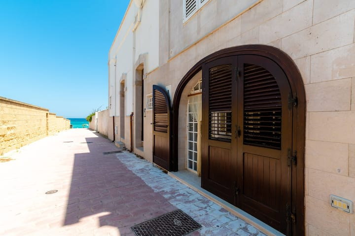 A Due Passi dalla Spiaggia,ground floor apt,50m from the beach,priv.parking