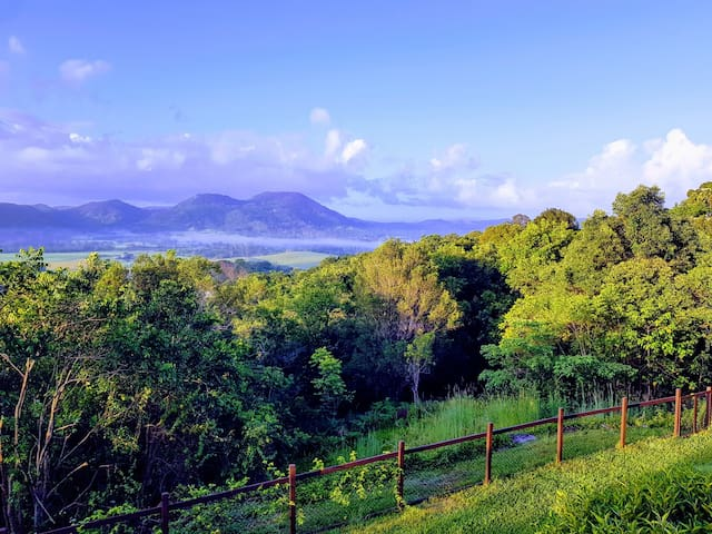 Eumundi cottage with a view