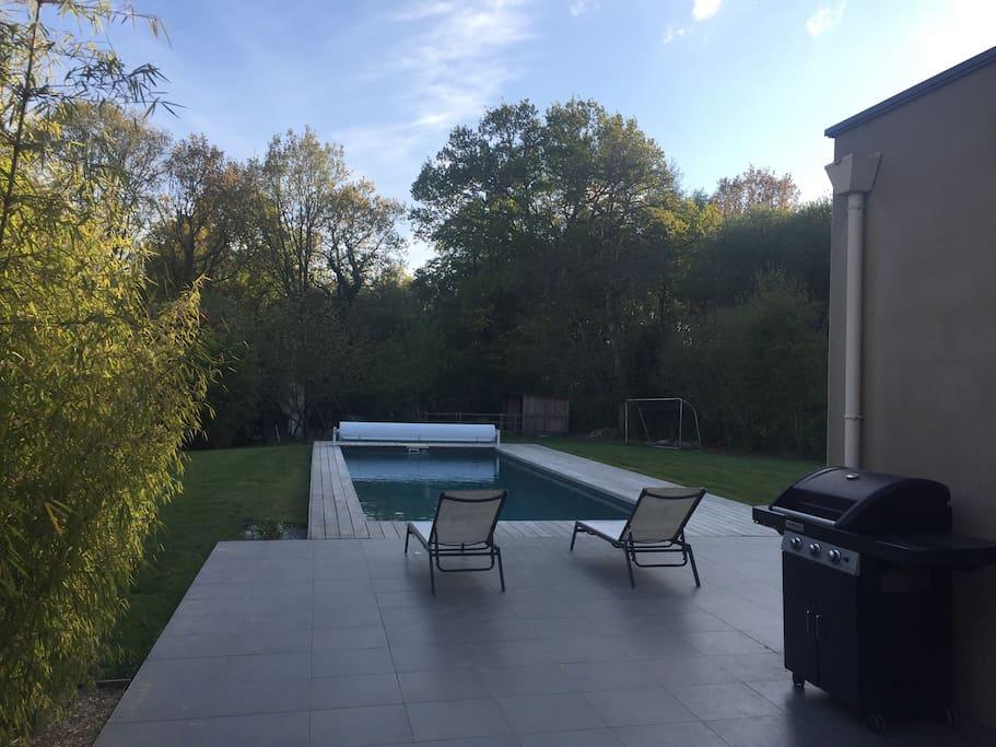 Terrasse est - espace barbecue