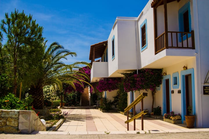 FAMILY SEAVIEW APTS WITH POOL