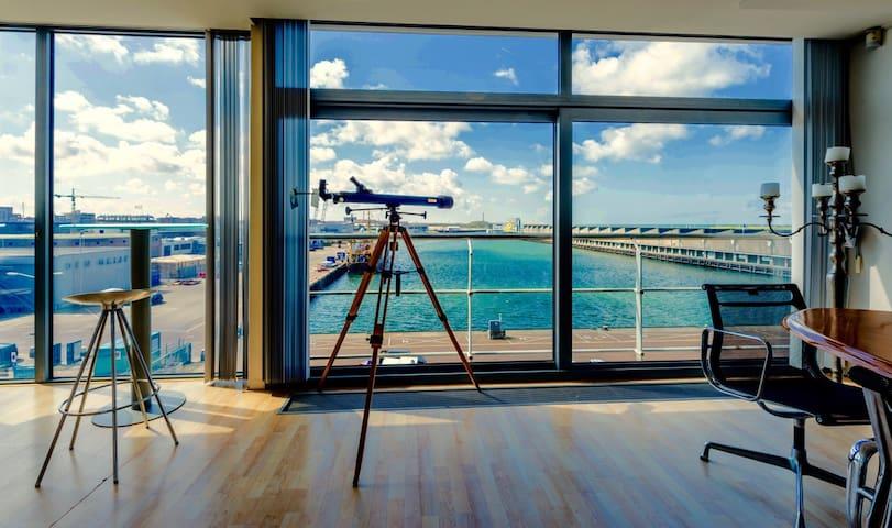 Amazing Penthouse near Beach & Harbour