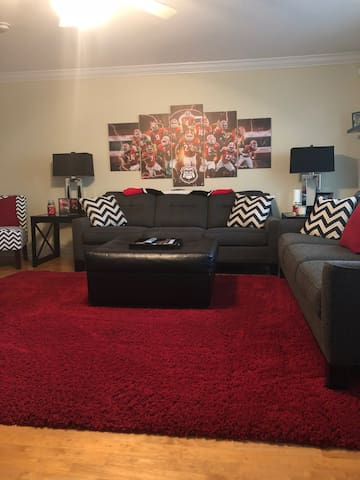 Great townhome close to UGA